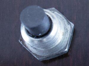 セカンダリドレンボルトのマグネットと金属粉