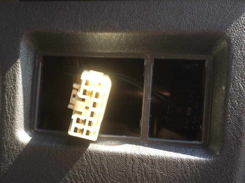 ドアミラースイッチのコネクター