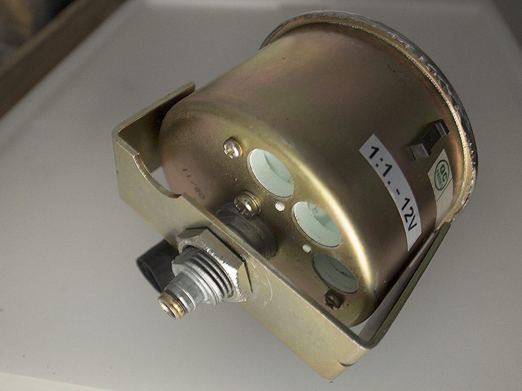 スピードメーターの固定金具