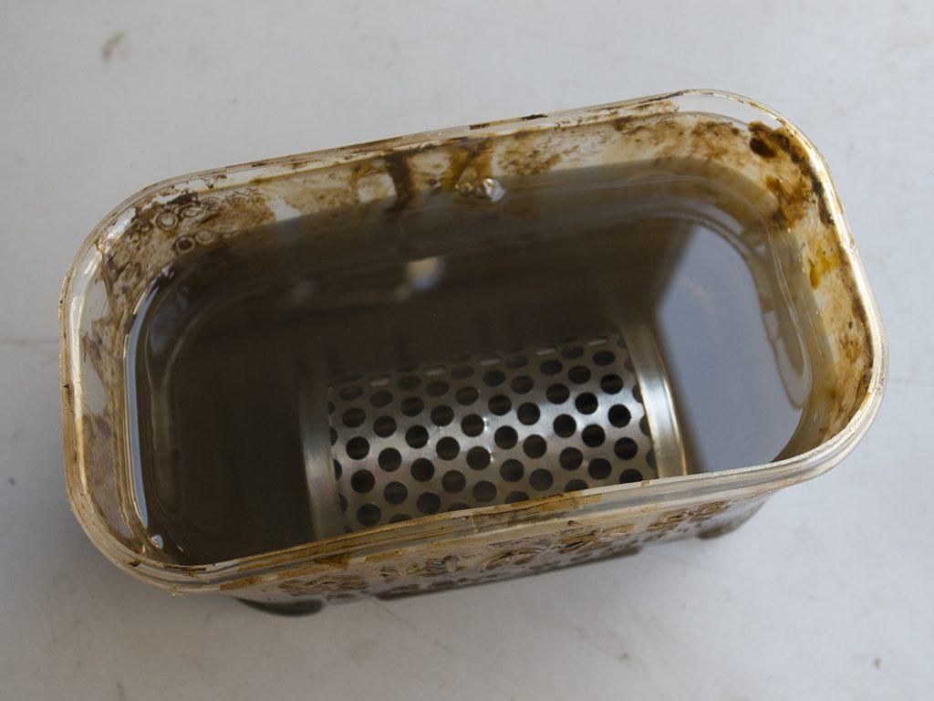 オイルフィルターを灯油で洗浄