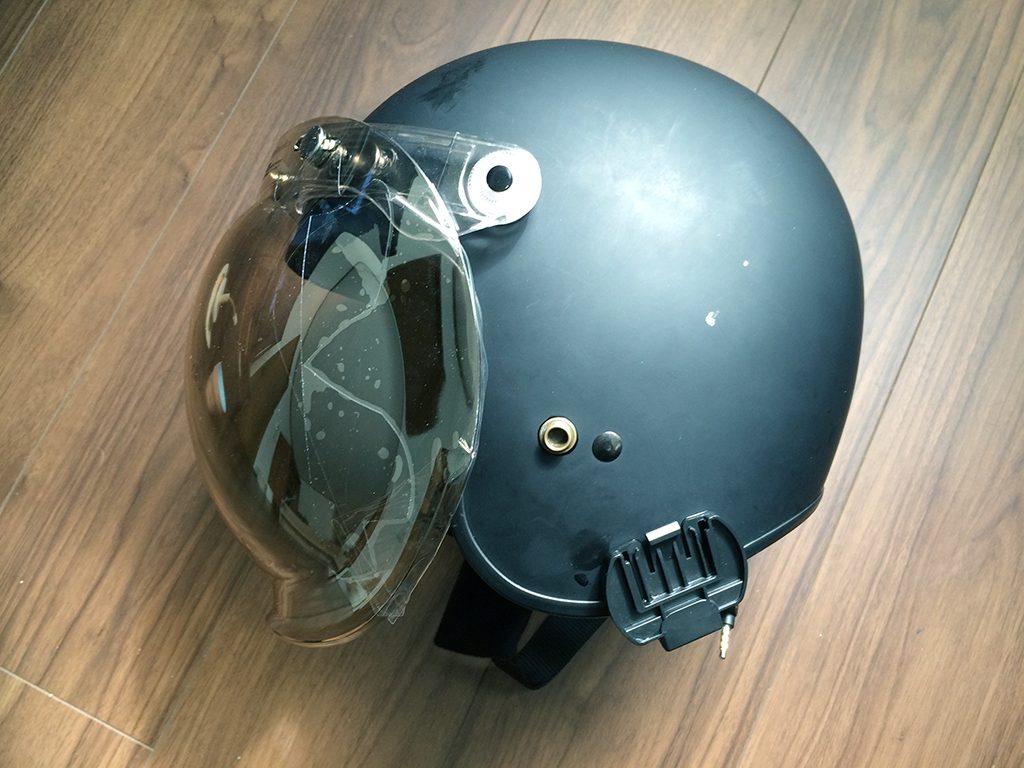 ジェットヘルメットにオージーケーカブトのワイドバブルシールドを装着